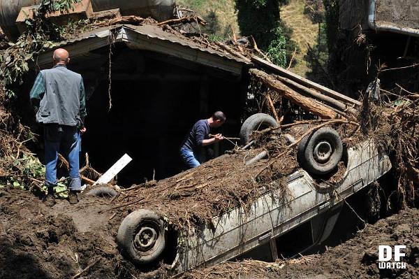 overturned_car
