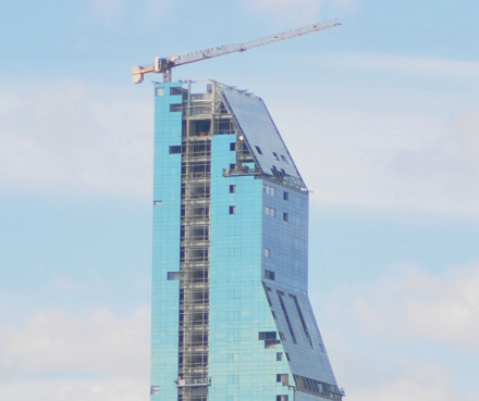 Millenium_tower_closeup