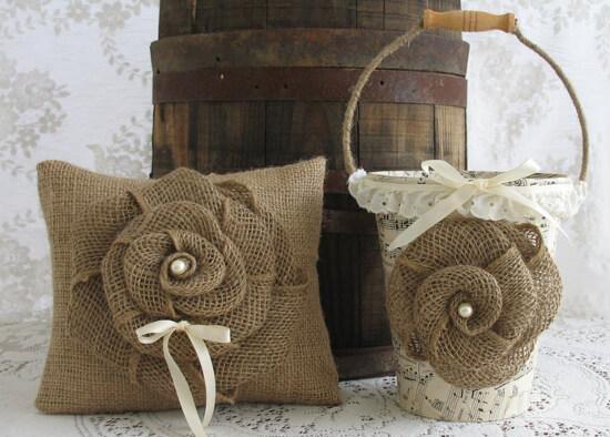 Flores de arpillera para la decoración rústica