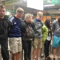 detienen a extrajeros en el metro