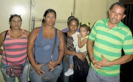 Los integrantes del Movimiento de Pobladores y Pobladores durante su visita a La Voz
