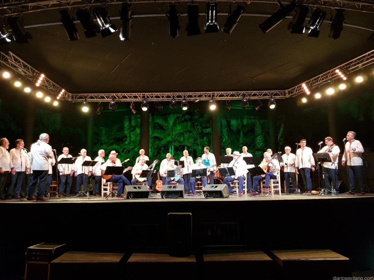 Almenara llenó de música y solidaridad el parque El Majuelo de Almuñécar