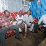 Photos:Humble Uhuru visits a poor family in a mud house