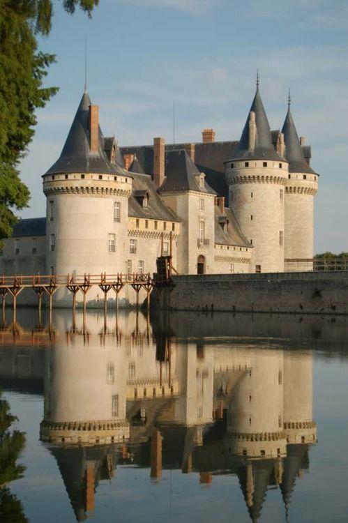 sully sur loire castle
