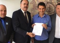 Prefeito e vice de Pinto Bandeira buscam apoio para patrulha agrícola em Brasília