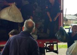 Bombeiros de Bento entregam donativos a São Francisco de Paula
