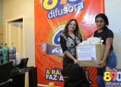 """Difusora entrega novas doações na """"Campanha dos Lacres"""" para Anjos Unidos"""