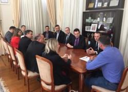 Representantes de bancos debatem leis com prefeito Pasin