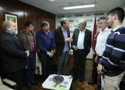Sossella recebe comitiva de representantes da Vinícola Aurora