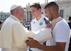 Papa recebe e abençoa time da Chapecoense no Vaticano