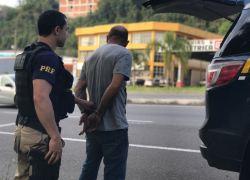 PRF cumpre mandado de prisão na BR-470 em Bento