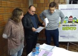 Prefeitura entrega legitimação de posse a 22 famílias de Bento