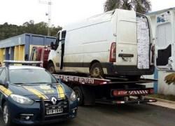 Veículo clonado com placas de Bento é apreendido carregado com cigarros contrabandeados em SC
