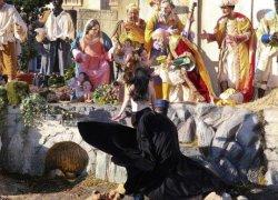 Ativista tenta arrancar estátua de Jesus de berço no Vaticano
