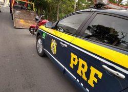 Motociclista é preso pela PRF após fuga de abordagem em Bento