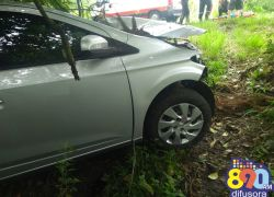 Carro sai da pista e deixa feridos em acidente no Vale dos Vinhedos