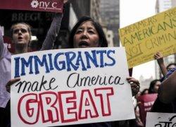 Com medidas drásticas de Trump, imigrantes têm muito a perder