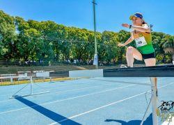 Maratonista Hélen Spadari sagra-se campeã de prova com obstáculos no Uruguai