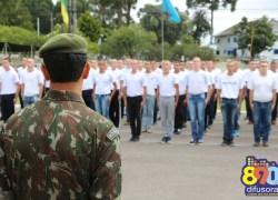 6º BCOM e 8ª CIACOM incorporam mais de 130 novos soldados em Bento