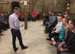 Instalação de rede d'água beneficiará famílias do interior de Bento