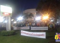 Manifestantes se reúnem em Bento durante ato da favor a prisão de Lula