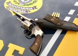 PRF prende homem por porte ilegal de arma em Passo Fundo