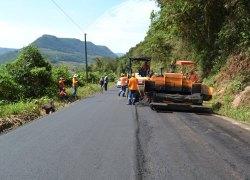 Estrada Bento Gonçalves tem mais de 2,5km pavimentados em apenas quatro dias em Cotiporã