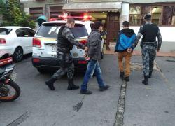 Homens são presos com moto clonada em Bento