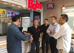 Prefeito Pasin visita instalações de nova loja do Bob's em Bento