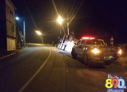 Caminhão tomba no Aparecida em Bento