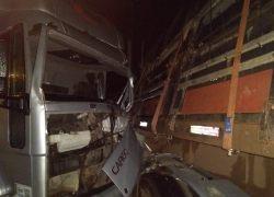 Caminhoneiro fica ferido em acidente na ERS-444 no Barracão em Bento