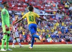 A 14 dias da estreia do Brasil na Copa, Neymar volta e garante vitória da seleção