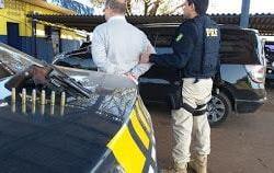 Homem é preso pela PRF por porte ilegal de arma em carro de Bento em Seberi