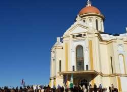 Cavalarianos passam pelo Santuário de Caravaggio com a Chama Crioula e recebem benção especial