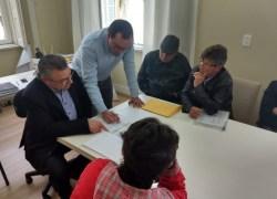 Moradores do Vila Nova são recebidos na prefeitura de Bento
