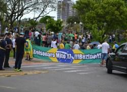Ato pró candidato Bolsonaro reúne apoiadores nas ruas de Bento