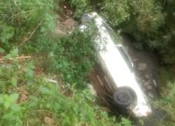 Veículo furtado é encontrado em córrego no interior de Bento