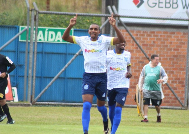 Atacante Zulu com a camisa do Esportico - Foto Rádio Difusora (2)
