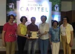 """""""O Livro do Capitel"""" é lançado em Monte Belo"""