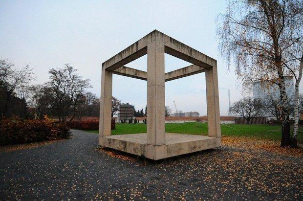 A Cube symbolising the Prison Panoptikum