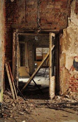 broken doors abandoned ballhaus riviera