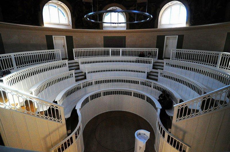 full view Tieranatomisches Theater