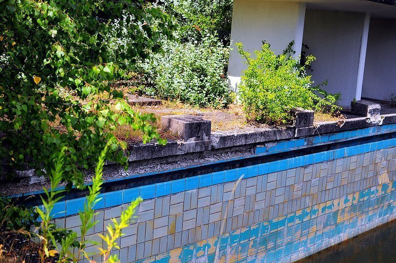abandoned pool starting block berlin