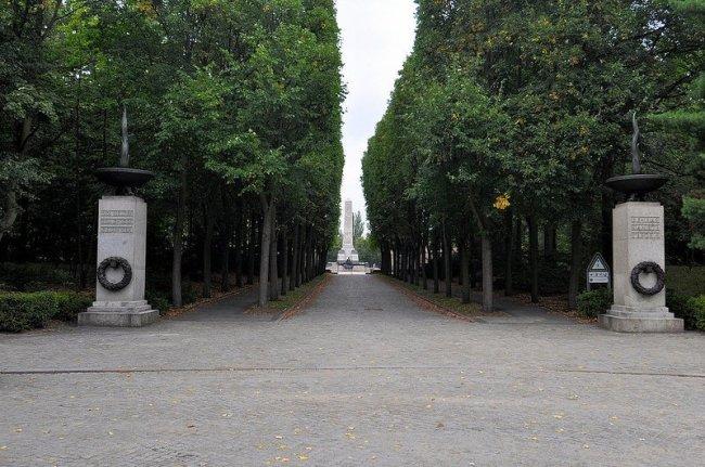 sowjetisches ehrenmal schoenholzer heide entrance