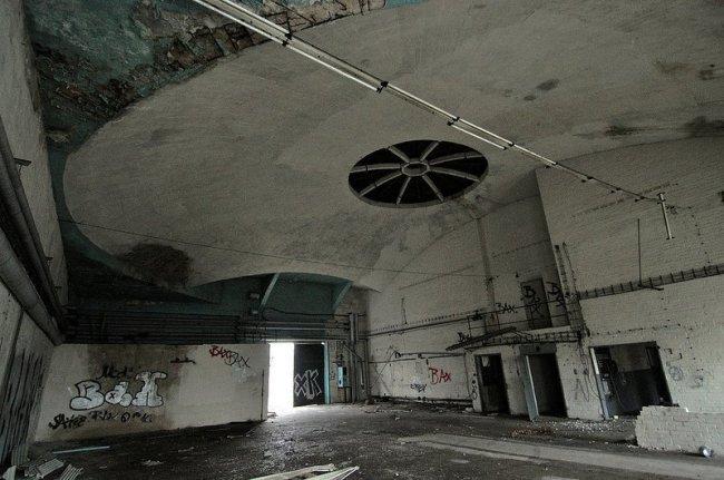 verlassene flugzeughalle karlshorst