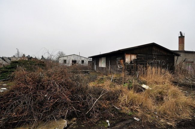 verlassene gebaeude flughallen gelaende karlshorst
