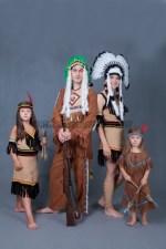 5834. Индейская семья