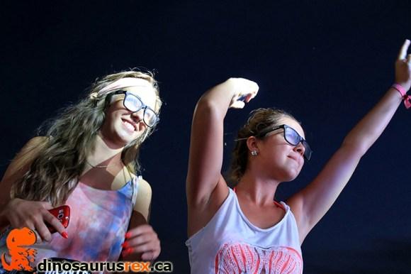 digital-dreams-2013-shoulder-girls