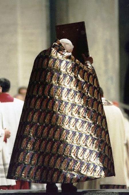 João Paulo II pluvial mal gosto Evangeliário abertura Porta Santa Natal 1999 Ano Santo 2000