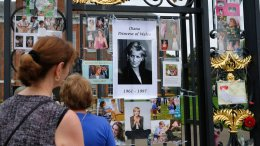 Tourists look at tributes and memorabilia for the late Diana, Princess of Wales, outside Kensington Palace in London, Tuesday, Aug. 29, 2017. (AP)